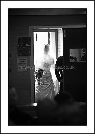 bride ariving at church dundee
