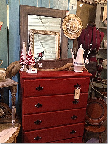 booth post armoire 032