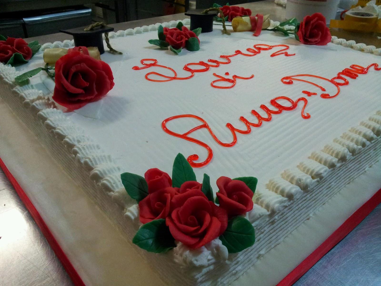 Dolci della duchessa torta di laurea con rose in pasta di for Decorazioni per torte di laurea