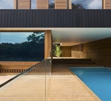 casa-fachada-de-madera-Casa-Narrabeen-piscina