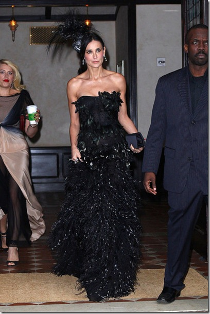 Demi Moore steps out NYC hotel wearing black w4M2hDt56IGl