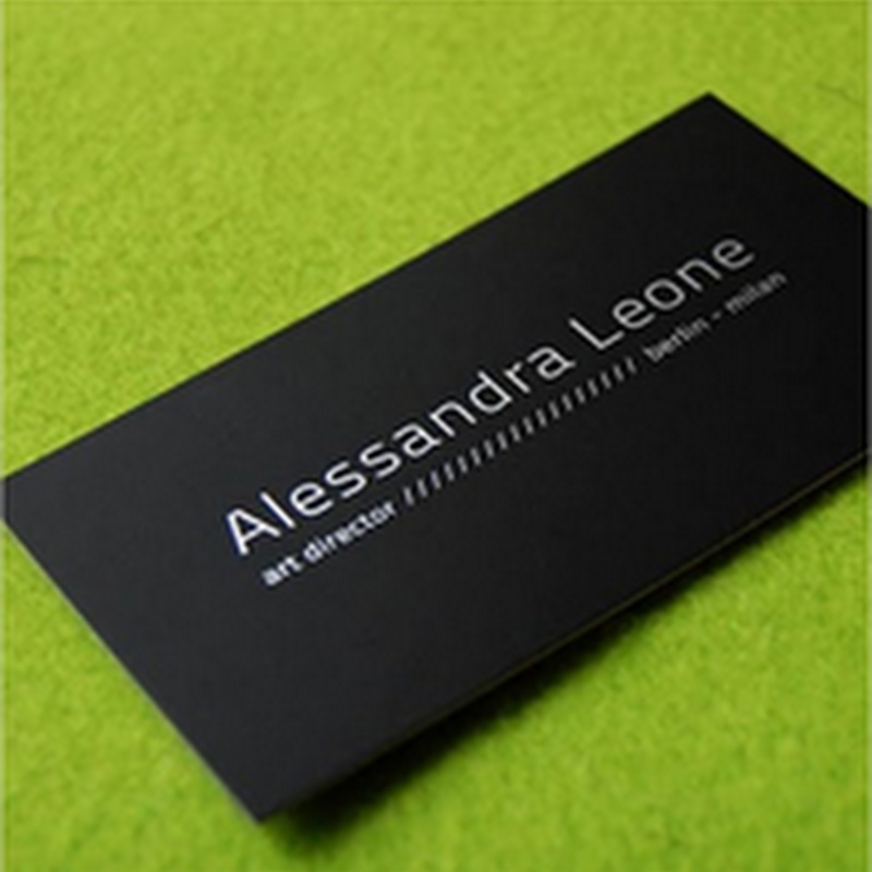 Colección de 12 elegantes ejemplos de tarjetas de presentación negras