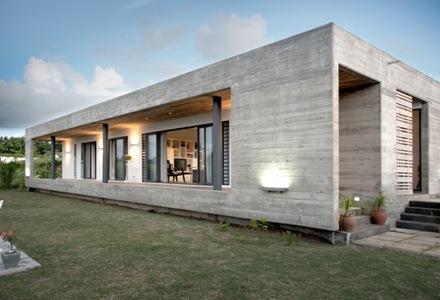 Casa Con Fachadas De Hormig N Visto Fuerte En Presencia Y