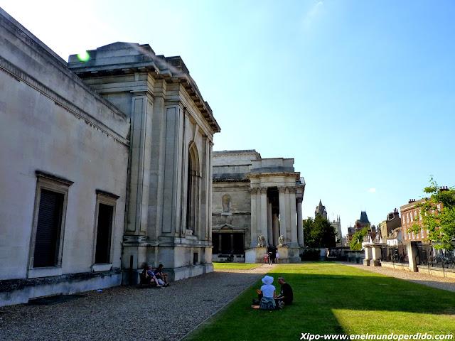 fitzwilliam-museum-jardines-cambridge.JPG