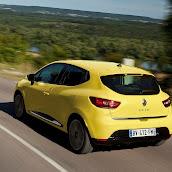 2013-Renault-Clio-4-14.jpg