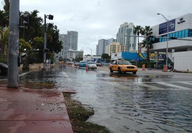 Flooding at Alton Road and 10th Street is seen in Miami Beach, Florida on 5 November 2013. Flooding is increasing in frequency along much of the U.S. coast, and the rate of increase is accelerating along the Gulf of Mexico and Atlantic coasts, a team of U.S. government scientists found in a study released on 28 July 2014. Photo: Zachary Fagenson / Reuters