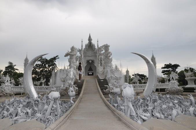 Imagini Thailanda: Intrarea in White Temple din Chiang Rai, Thailanda