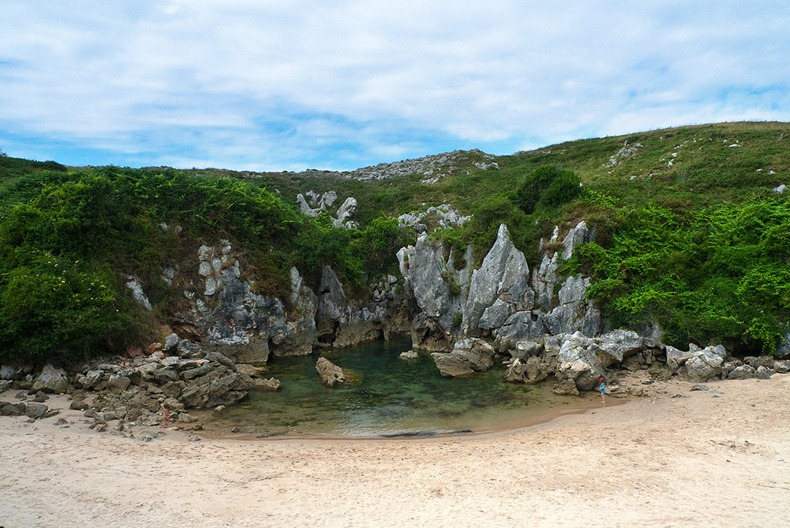 gulpiyuri-beach-1