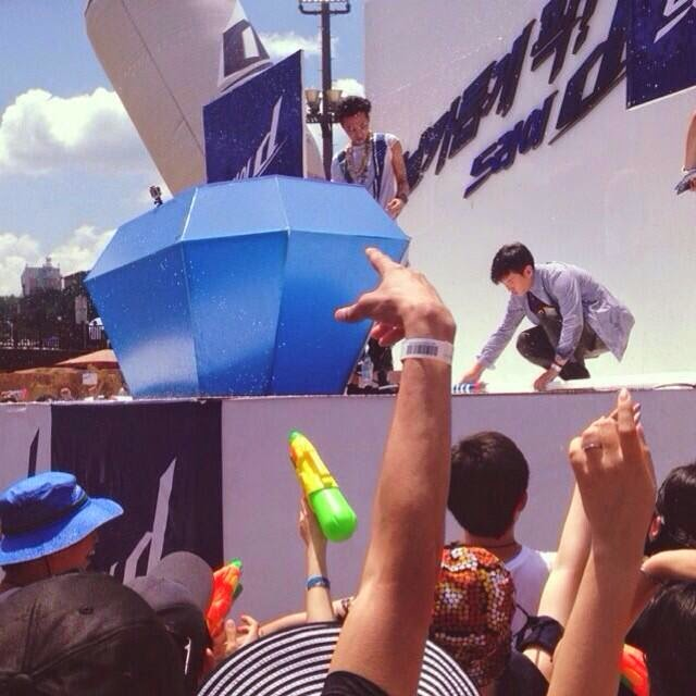 G-Dragon - Hite - 2014 - Ocean World - 04jul2014 - Fan - Instagram - 01.jpg