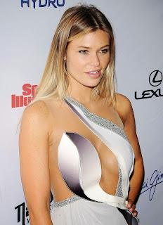 Samantha-Hoopes--2015-SI-Swimsuit-Issue-Celebration--13.jpg