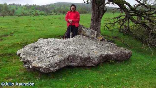 Menhir de Akarte - Ruta megalítica en el raso de Legaire