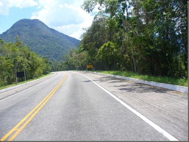 Estrada ida para Paraty