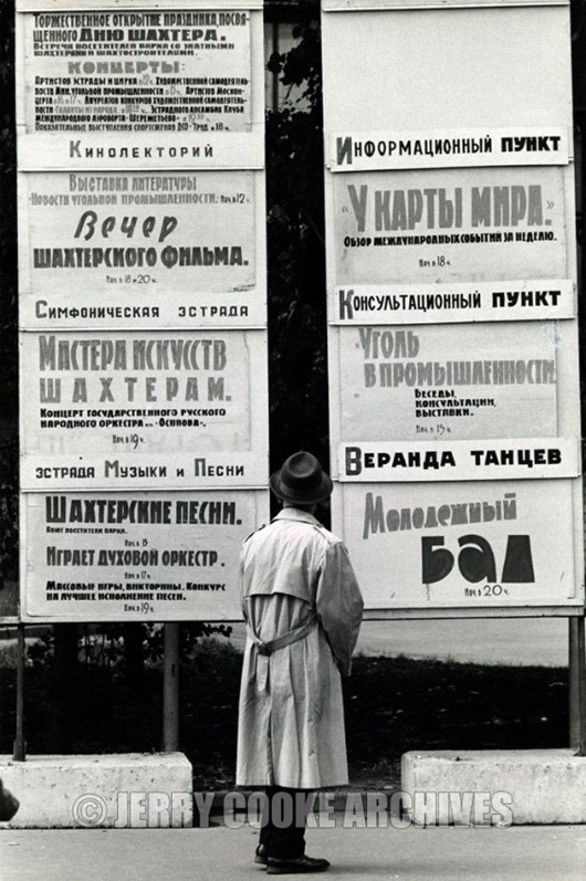 man-street-signs-moscow
