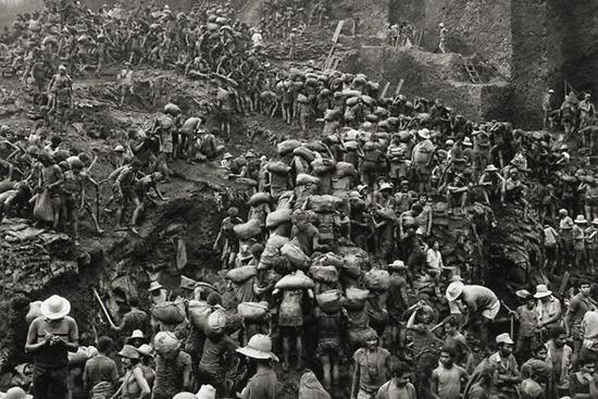 Imagem da Serra Pelada no auge do garimpo