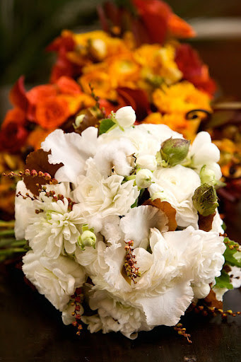 Dahlias, ranunculus, crocosmia pods, and cotton hint at the coming fall weather. Photo by Zielenbach Photography.