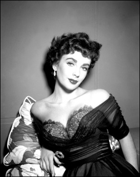 Beautiful Elizabeth Taylor Pic