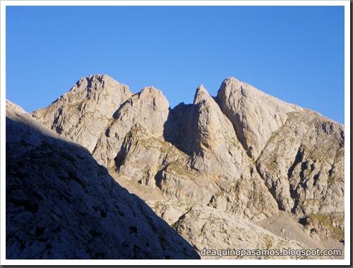 Jito Escarandi - Jierru 2424m - Lechugales 2444m - Grajal de Arriba y de Abajo (Picos de Europa) 0048