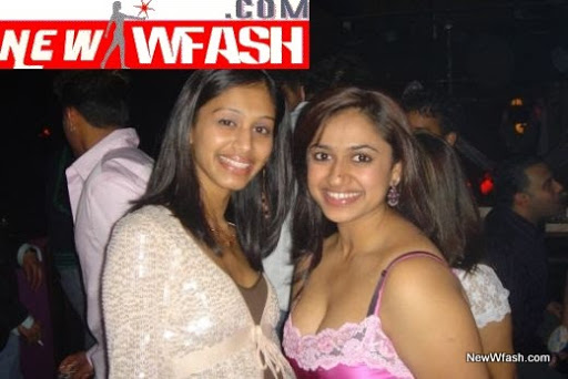 Desi Hot Girls Show Off Deep Neck S Jpg For More