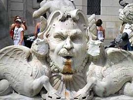 Fontana-del-Moro mascherone danneggiato