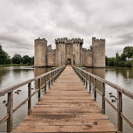 bodiam castle by Marcus Franklin - Buildings & Architecture Public & Historical ( water, clouds, draw bridge, castle, bodiam )