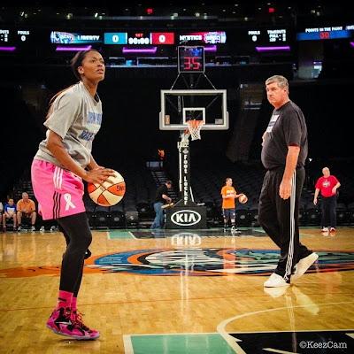 nike lebron 11 pe think pink swin cash 1 04 Swin Cash Debuts Nike LeBron 11 Think Pink PE