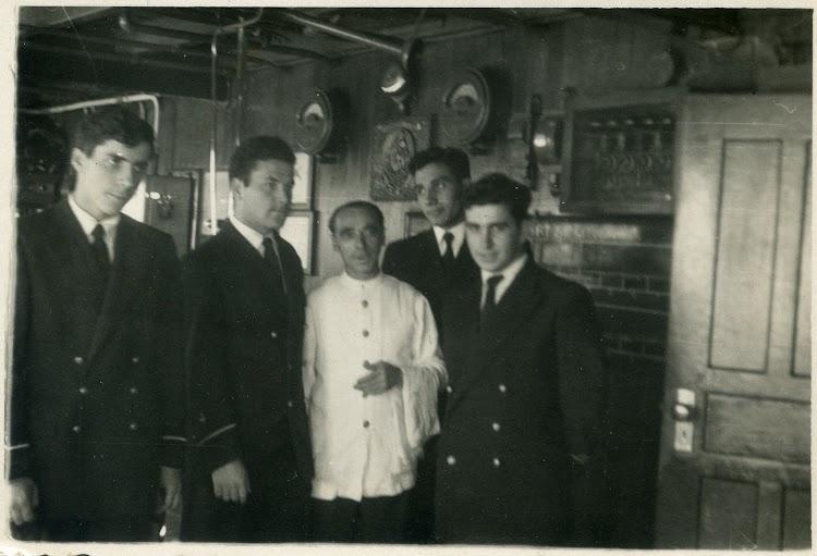 15 de enero de 1955. Agregados del CABO DE BUENA ESPERANZA. Foto cedida por Angel Maruri.jpg