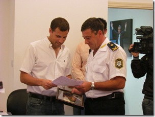Juan Pablo de Jesús junto al Comisario Mayor Guillermo Trangoni