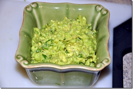 making guacamole (15)