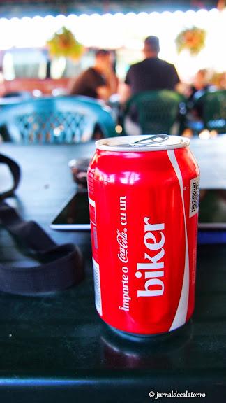 Cu cine puteam sa impar o CocaCola daca nu cu Adi?