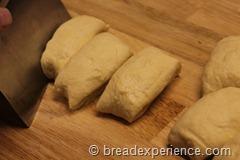 pumpkin-knot-yeast-rolls_1583_thumb[4]
