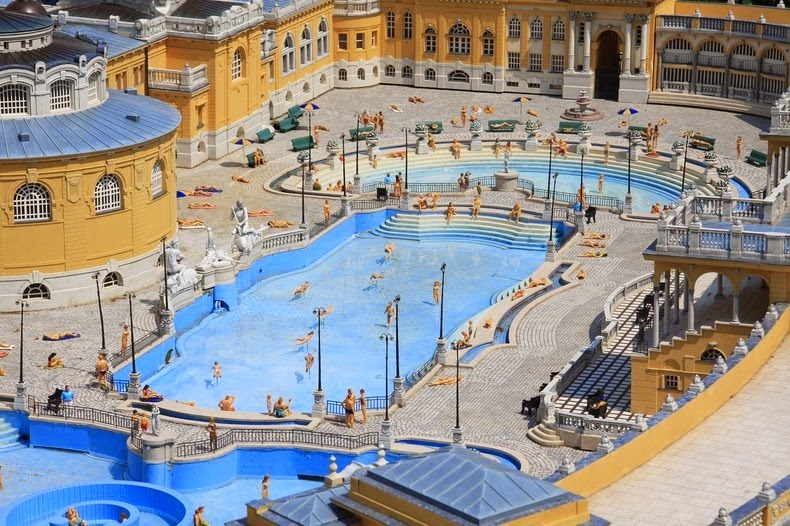 Szu00e9chenyi Thermal Bath in Budapest : Amusing Planet