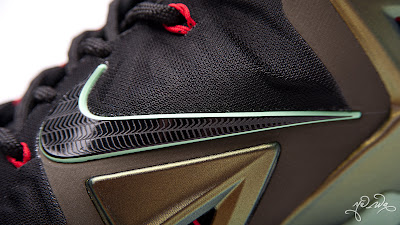 nike lebron 11 gr parachute gold 3 29 kings pride Nike LeBron XI Kings Pride   Detailed Look & Package