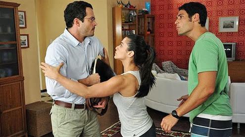 Malvino-Salvador-Cleo-Pires-e-Dudu-Azevendo-em-cena-do-filme-Qualquer-Gato-Vira-Lata-620--size-598