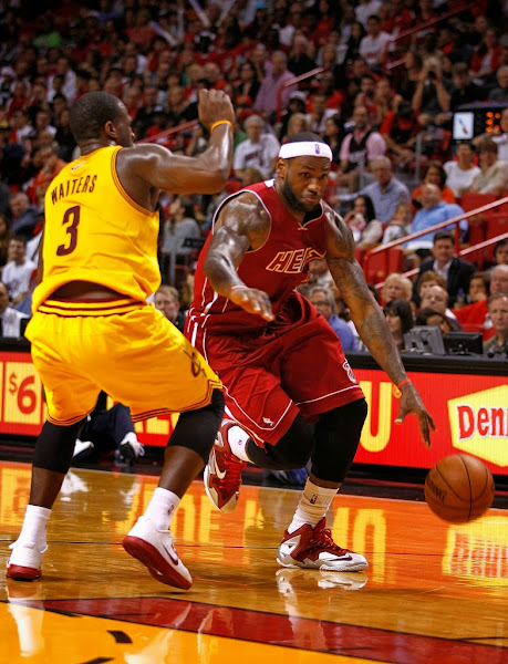 lebron james nba 131214 mia vs cle 02 King James Goes Back to LEBRON 11 With New Red/Silver/White PE