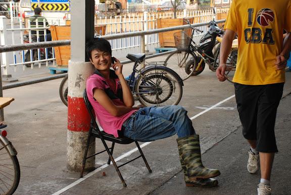 Shanghai - Marché poisson - Au téléphone
