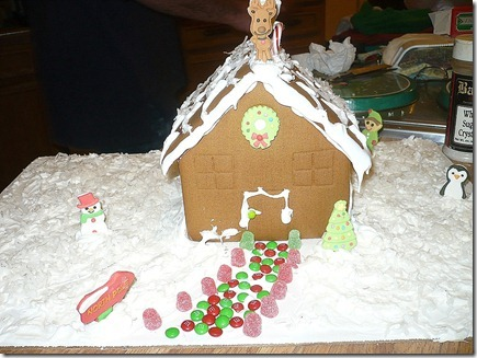 Gingerbreadhouse12-19-11e