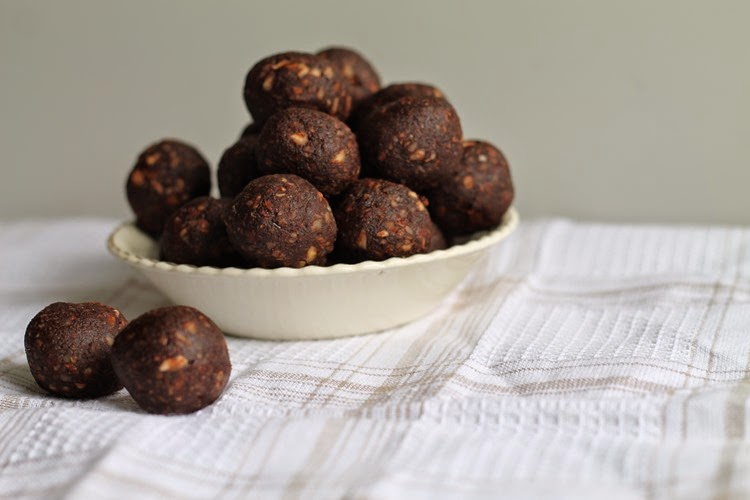 date and almond balls 025