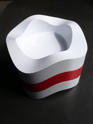 Sinus ashtray, white and red