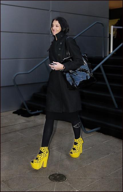 w basic black yellow shoes ol