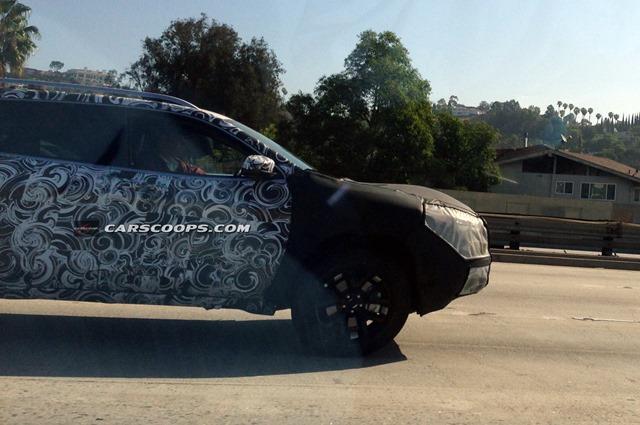 2014-Jeep-Cherokee-Carscoops1