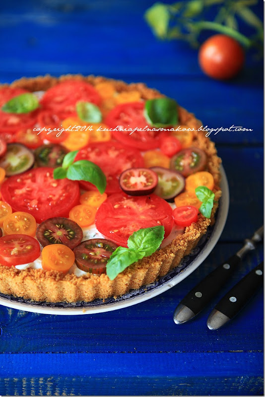 Tarta na krakersach z serkiem z twarożkiem i pomidorami (3)