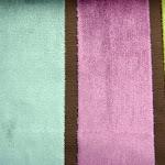 Tkanina obiciowa, trudnopalna. Pluszowa. Motyw geometryczny - pasy. Zielona, fioletowa, różowa.