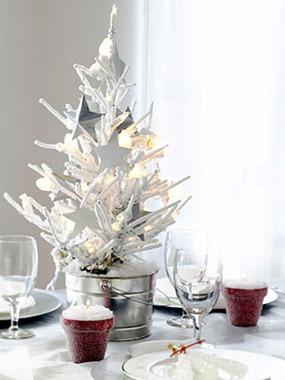 Decoración navideña con árboles de sobremesa<