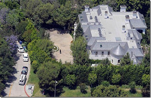 The rented home of Michael Jackson seen from the air, Monday, June 29, 2009, in the Holmby Hills section of Los Angeles. Jackson died Thursday at UCLA Medical Center after being stricken at this rented home in Holmby Hills. (AP Photo/Chris Carlson)