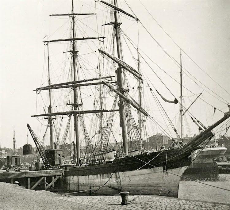 La barca ELSA en lugar y fecha indeterminados. Foto de la web Clyde Ships. Co. Uk.JPG