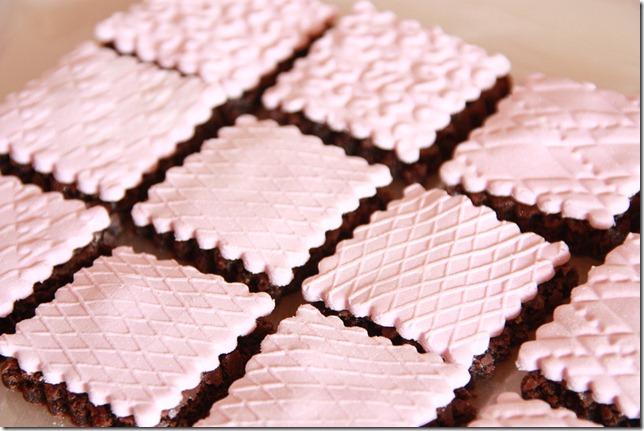 IMG_5727_rosa_brownies_marsipan_browniebiter