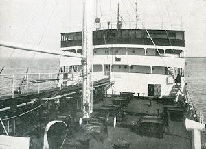 Vista del puente de mando, tomada desde el castillo de proa. Foto de la revista INGENIERIA NAVAL. Junio de 1932
