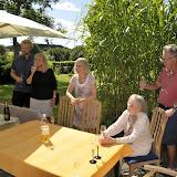 Vibekes fødselsdag fejres i haven