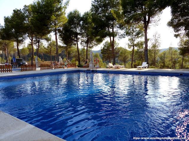 piscina-cabañas-valle-del-cabriel-villatoya.JPG