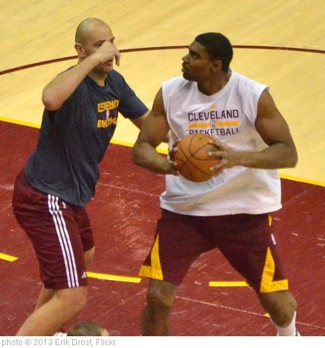 'Andrew Bynum' photo (c) 2013, Erik Drost - license: https://creativecommons.org/licenses/by/2.0/